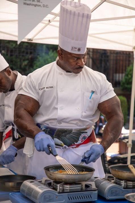【無敵か!】ホワイトハウスの料理人、めっっっっちゃ強そう