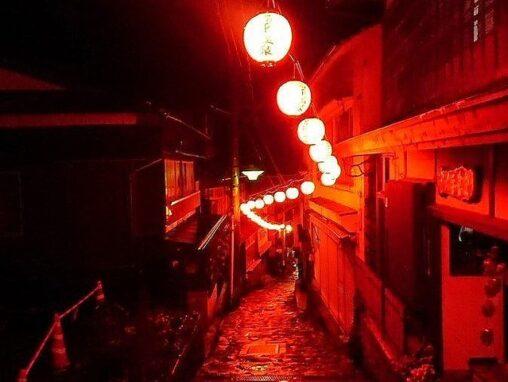 【大分】「千と千尋」の舞台にしか見えない… 湯平温泉街があまりに異世界すぎる