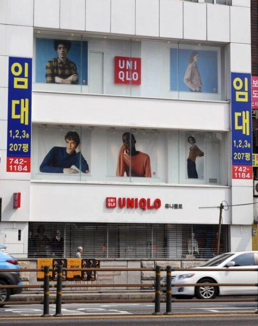韓国でユニクロで買い物する人を撮影する「ユパラッチ」なる気持ち悪い集団が現れる
