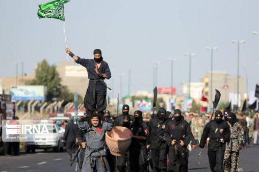【忍ばないのか?】イランの軍事パレードで忍者