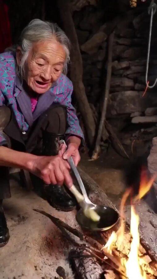 【蛋餃】中国のおばあちゃんが作る本物の焼き餃子、美味そう過ぎてバズる