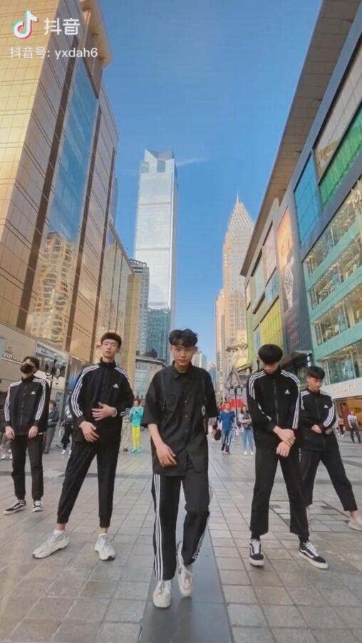 【ヤバイ】中国人の若者、街角レベルでこのスタイルの良さ。チンチクリン日本人負ける