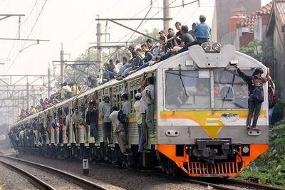【関西の法則!】経済成長したインドの現在の電車がこちら