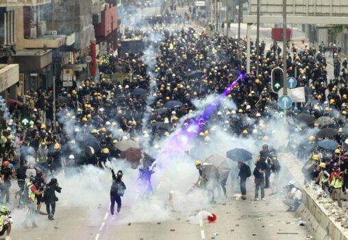 【人民解放軍投入?】香港デモの現在がヤバすぎる状況になってる