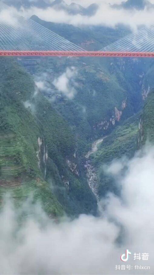 【平塘特大橋】中国、世界一高い橋が完成。凄すぎだろ…