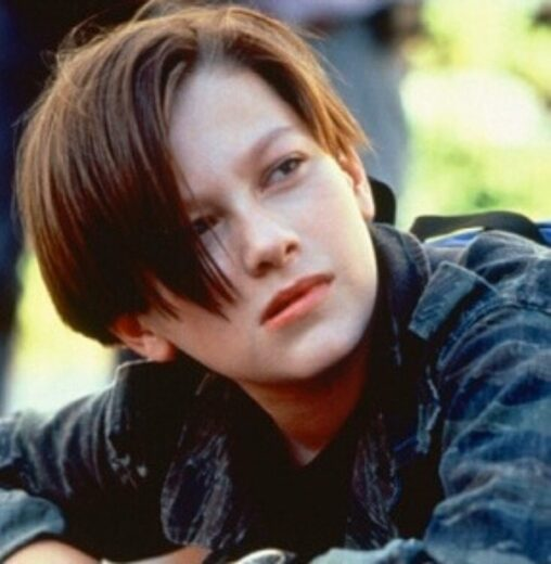 【ジョン・コナー?】ターミネーター2で サラ・コナー 役を演じた美少年の現在