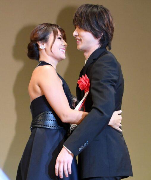 【恭子を頼むぞ】深田恭子さんと横浜流星さんの抱擁が素敵すぎると話題に