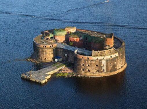 【バルト海アレクサンダー砦】謎の島「ペストの砦」が発見される