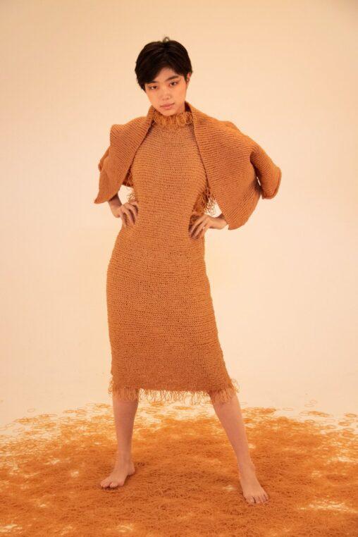 【これで大猿化しても安心】多摩美術大学女さん「輪ゴムで服作ってみた」