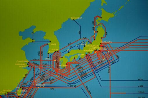 【サメに食いちぎられそう!】日本の海底ケーブル(どうやって敷いてる)