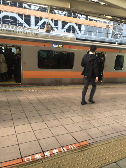 【静か!】ワイ「電車?もう100%ガラガラやろ」中央線「いかんのか?」