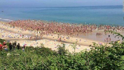 【ババア?】2505人の女性が裸で海水浴、ギネス新記録アイルランド