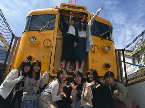 【記念写真暗い顔!】電車とか好きそうな女の画像