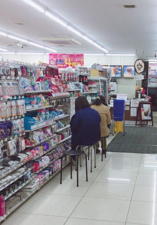 【入荷待ち】女性様「マスクを売ってくれるまでこの場から動かないから!営業妨害はあんたら店員の方よ!」←これ