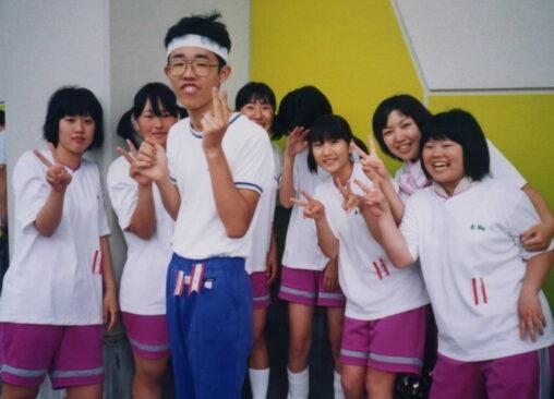 【人気者!】陽キャ、運動会で女子に囲まれて写真撮影してしまう