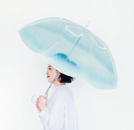 【雨空を泳ぐミズクラゲ】新発売の傘がめっちゃ人気らしいw可愛い子ならワンチャン