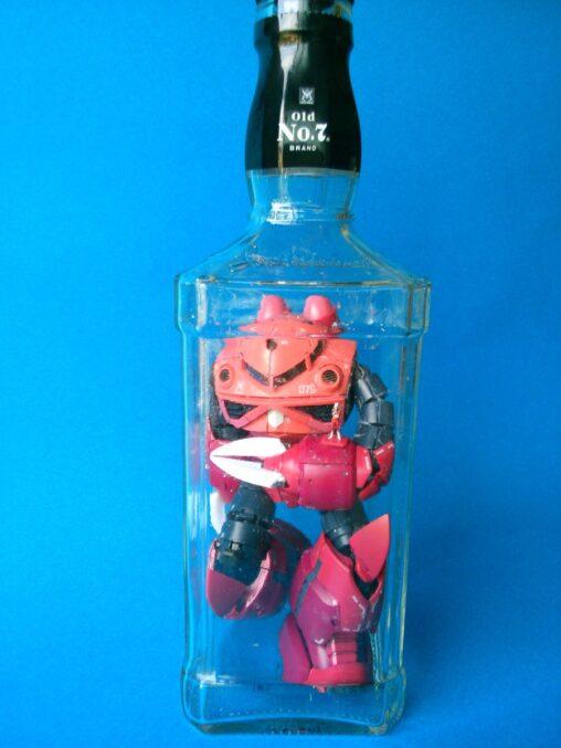 【プラモの作り方】ボトルシップではなくボトルガンプラを作る猛者、現る