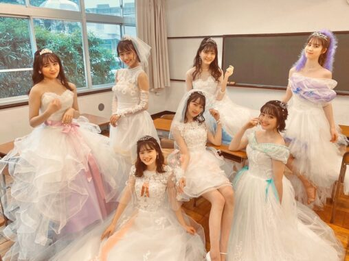 【これが女の幸せ】女子高生(16)、ウェディングドレスを着てしまう
