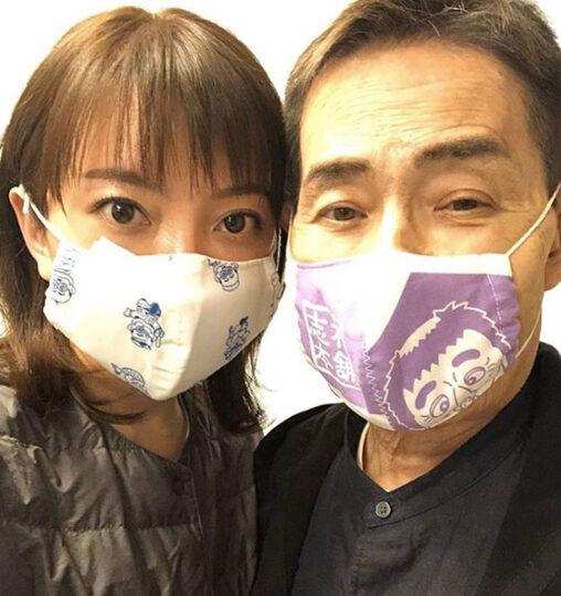 【仲良し!】加藤茶(77)、志村けん柄のマスクを着用