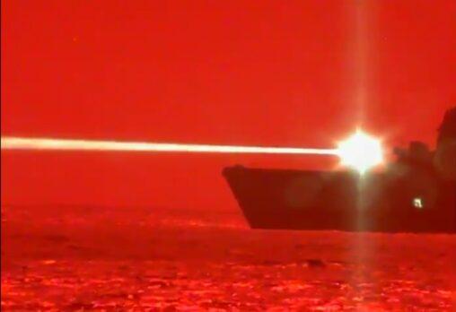 【ビーム攻撃】アメリカ海軍、レーザー・キャノンの開発に成功!