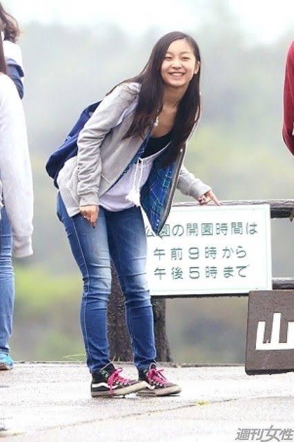 【やんごとなきまな板!】佳子さま、谷間を見せてしまう…