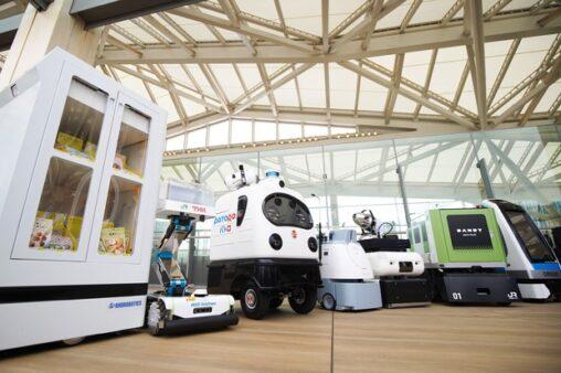 【警備】10年前中国でロボットが巡回とか嘲笑しかなかったが今や日本が笑われる自動消毒ロボットが駅巡回