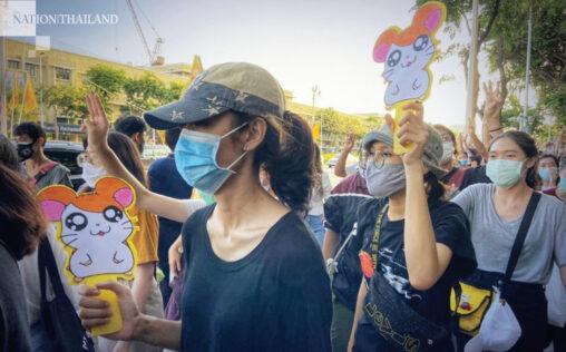 【デモ!】タイ人、ハム太郎をうたって政府に抗議