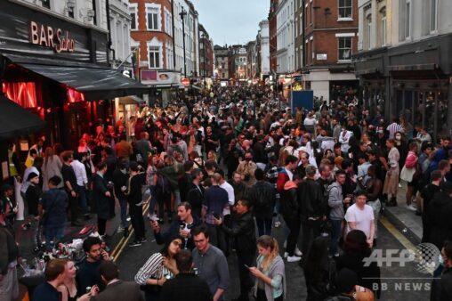 【コロナ】 英イングランドでパブが営業再開、喜びに沸くイギリス人たちをご覧ください