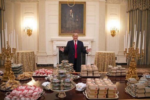 【安倍】(ヽ´ん`)「なんでこのハンバーガー包み紙が昭恵なんだよ」