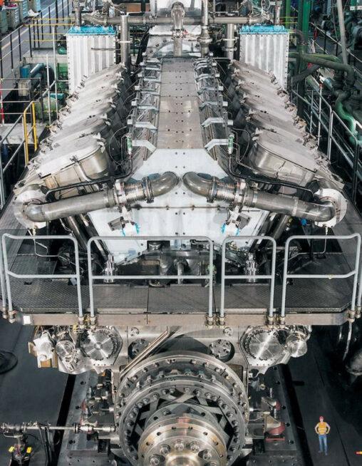 【船?】こんなにでかいエンジンって何に使うの?