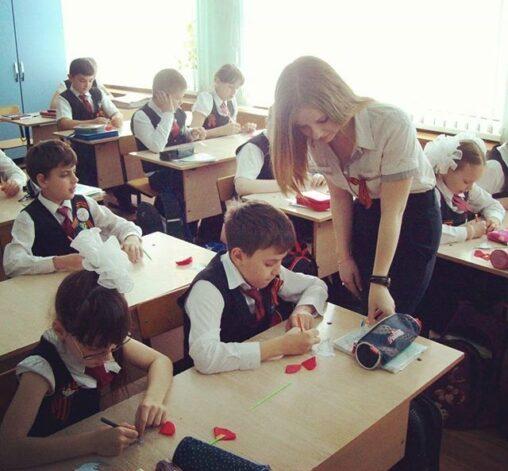 【授業に集中できねえ!】ロシアの女教師エチエチすぎる