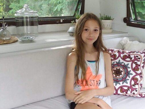 【お小遣い】11歳少女、400ドルの中古キャンピングカーを買って自分の根城にしてしまう