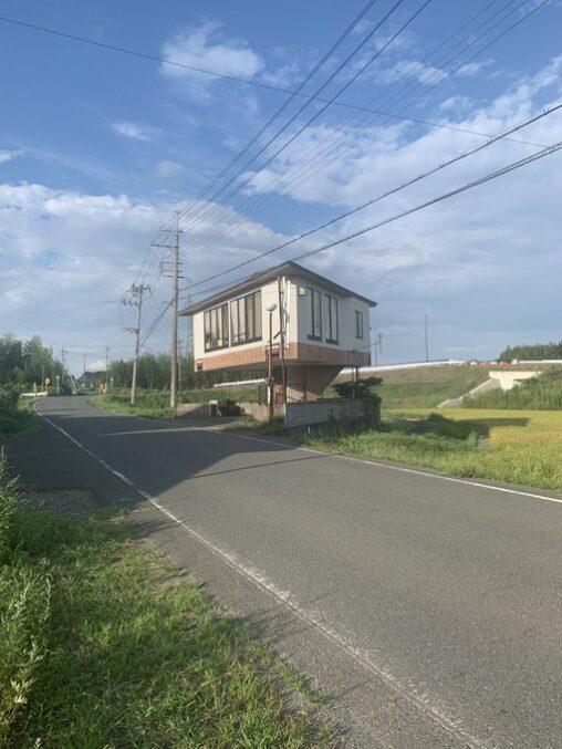 【地震にも耐える!】とんでもない家が激写される