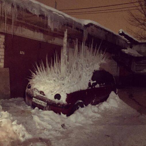 【かっこいい!】つらら、車に突き刺さる