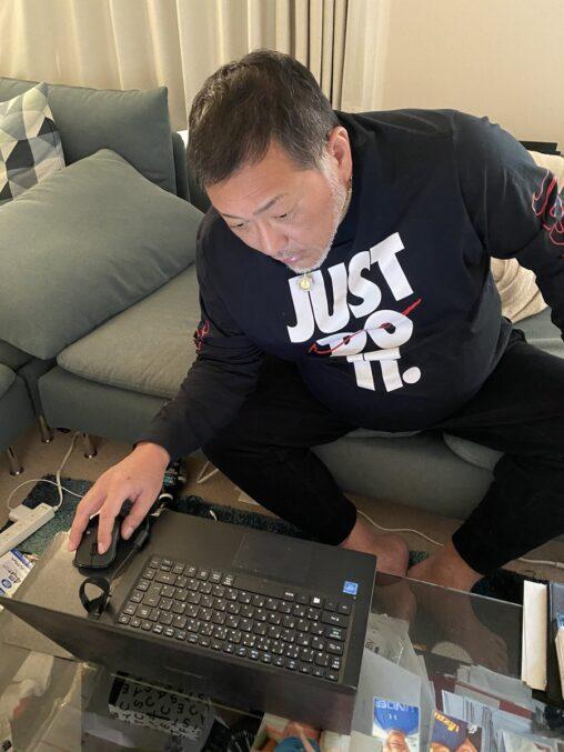 【画像】清原和博さん「初めてパソコン触ったわ、なんやこれ!マウスってなんじゃコレ!」