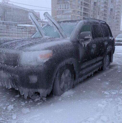 【凍結】ロシア人「車が凍った?ふつうハンマーでぶち割るよね」