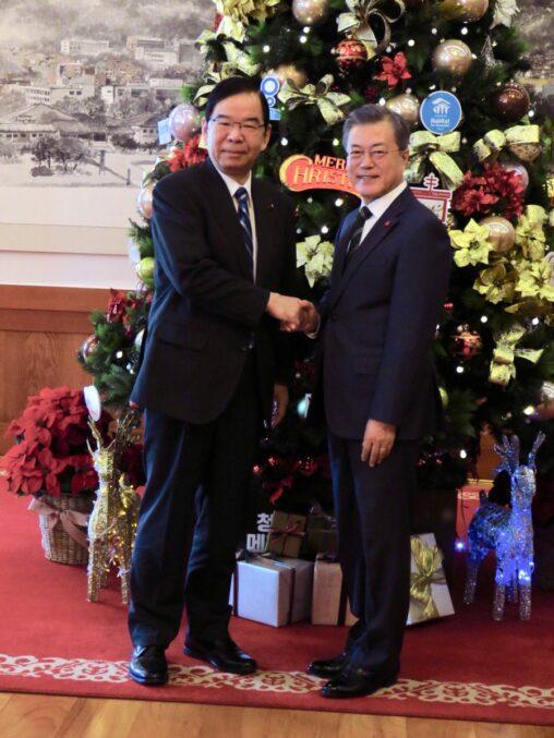 ムン大統領「日本は共に歩むべき最も重要なパートナーだ」