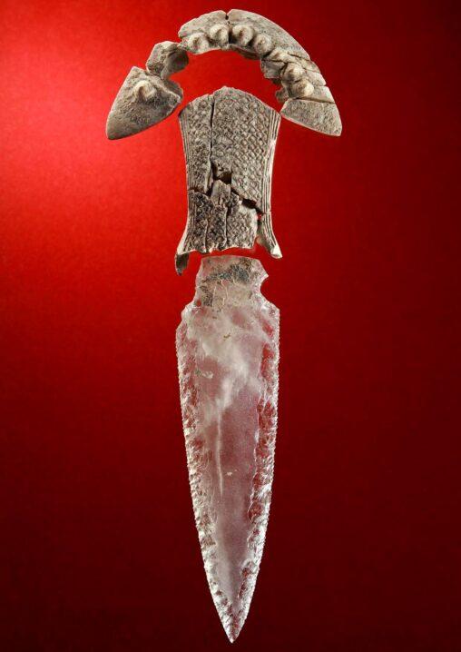 スペインの古代遺跡からクリスタルナイフを発見RPGの世界かよ
