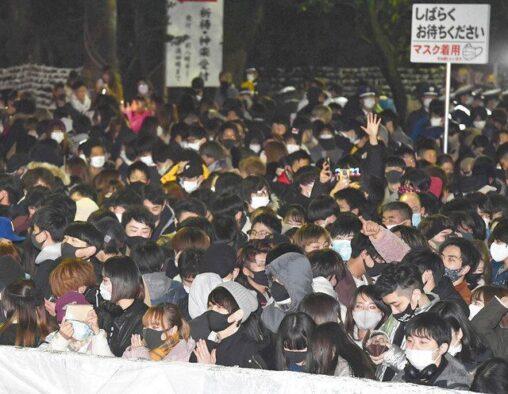 【画像】「早くコロナが収まりますように」祈願の参拝客で神社が混雑
