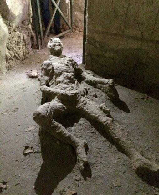 【快楽で逝く】2000年前にシコりながら死んだ人、発見されてしまう