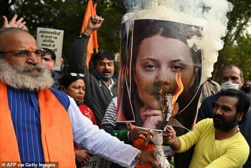 【うっかり!】グレタさん、インドで写真を燃やされてしまう