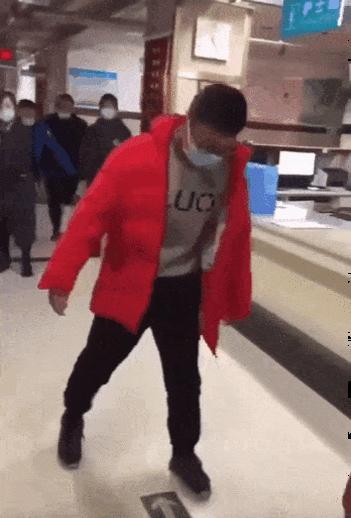 中国北京で肛門検査された子供達まともに歩けなくなってしまう奥まで綿棒をズブリ