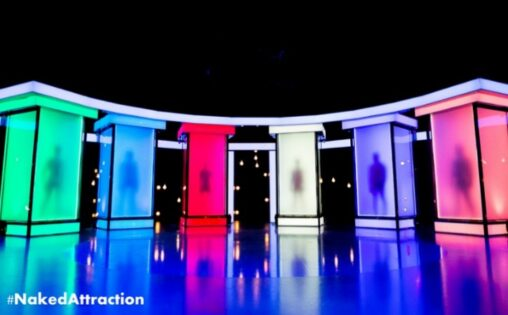 【Naked Attraction】6人の異性のチ〇コ・マ〇コだけを見て選別してマッチングする海外番組
