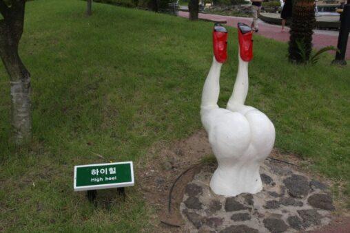 【画像ありw】「誰もやらなかった芸術を創作する!」と宣言した韓国人さんの作品がこちら