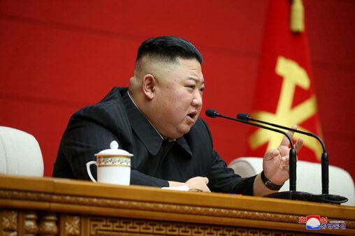 【速報】金正恩さん、指揮者を公開処刑!!AK47で90発撃ち蜂の巣に