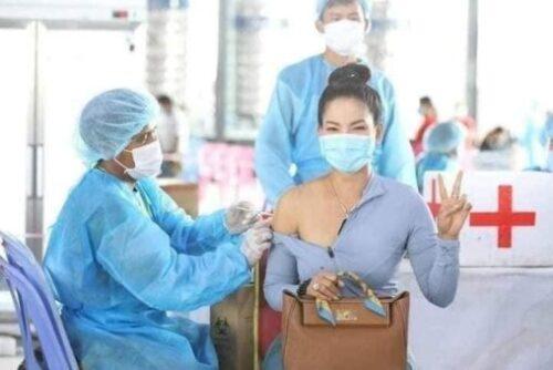 【コロナ】タイのワクチン接種の様子、えっちすぎると話題に