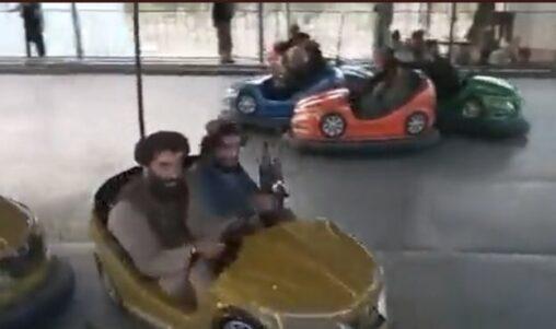 【無慈悲】タリバン兵がはしゃいで遊んだ遊園地、遊び終わったら丸ごと燃やしてしまう理由は……