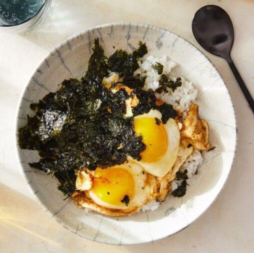【画像】ご飯に「卵と醤油をかける」斬新な韓国料理がアメリカで大人気に