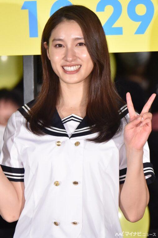 土屋太鳳さん(26)ミニスカセーラー服姿に